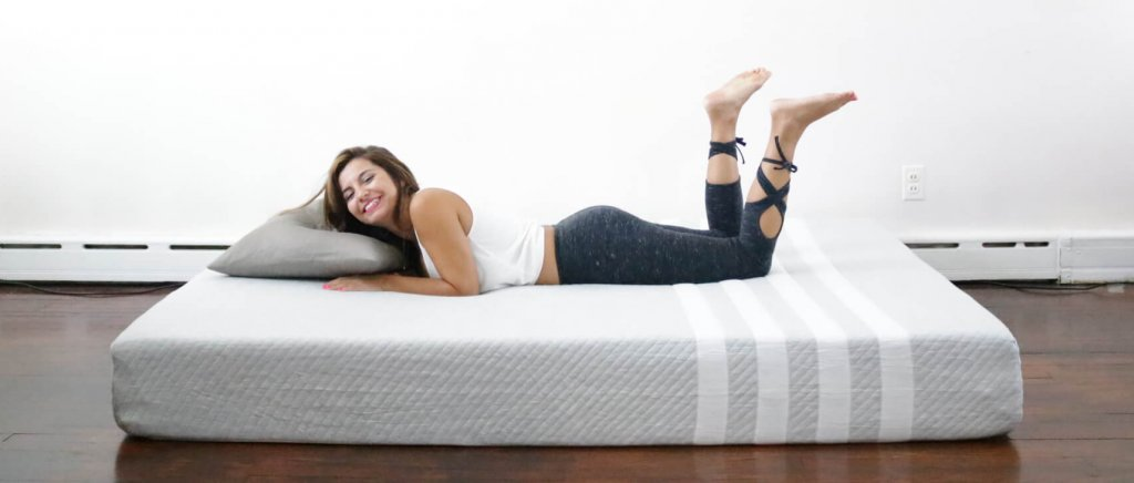 Leesa Mattress review, leesa mattress, leesa, leesa vs purple, leesa vs casper, leesa sleep, girl on the mattress, mattress reviews