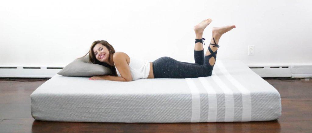 Leesa Mattress review, leesa mattress, leesa, leesa vs purple, leesa vs casper, leesa sleep, girl on the mattress, mattress reviews