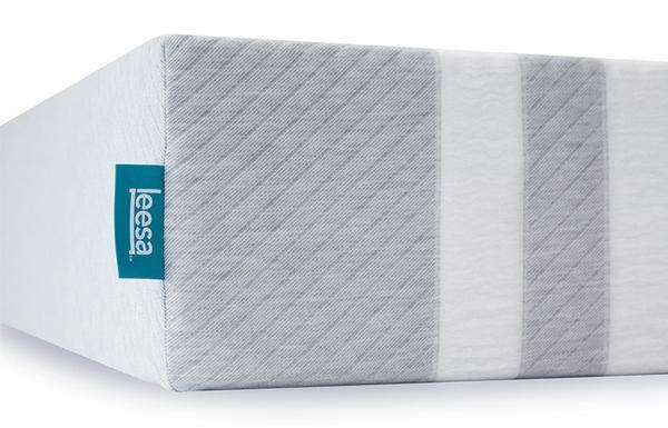 Leesa Mattress Review - Leesa Sleep Review - Leesa Discount Coupon - Girl on the Mattress