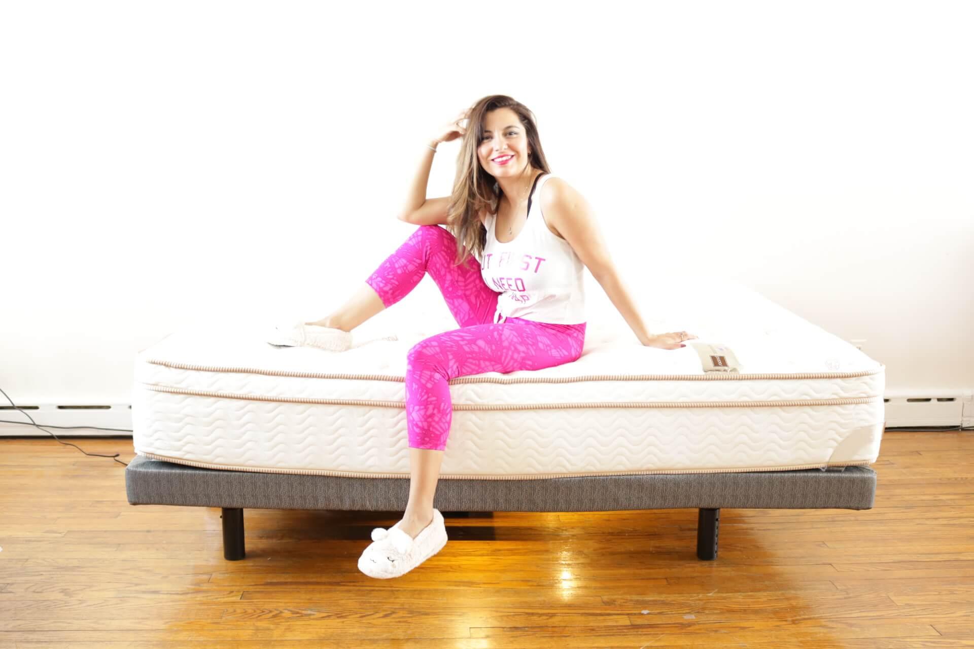 Tempurpedic Vs Sleep Number >> Saatva Lineal Adjustable Bed Review, Lineal Base - Girl On ...